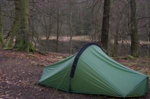 Härlig tältplats nära en fin sjö, dock inte badväder